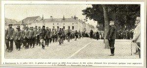 A Remiremont, le 13 juillet 1915  le général en chef (Joffre) assiste au défilé d'une colonne de 800 soldats allemands faits prisonniers quelques jours auparavant à La Fontenelle